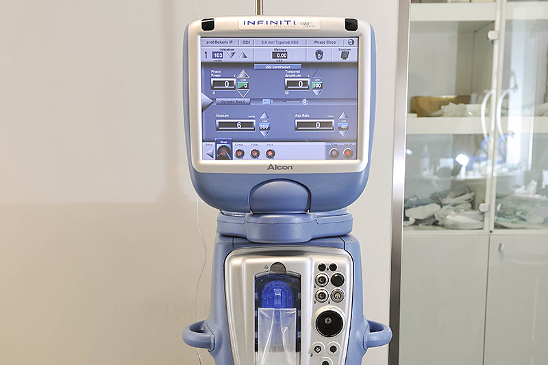 Alcon INFINITI device for ultrasound cataract operation (PHACO)